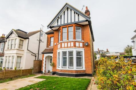 Preston Road, Westcliff-On-Sea, Essex, SS0. 4 bedroom detached house for sale