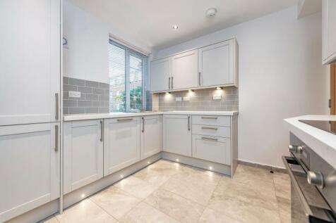 Pembroke Road London W8. 2 bedroom apartment