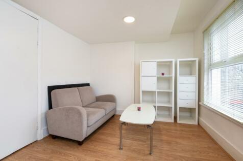 Earls Court Road Earls Court SW5. 1 bedroom flat