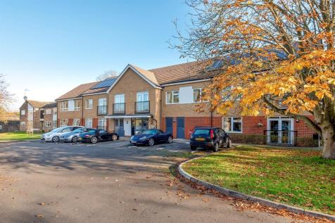 Edenside Road, Great Bookham, Leatherhead. 2 bedroom ground floor flat for sale