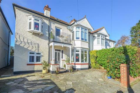 Walton Road, Thorpe Bay. 5 bedroom semi-detached house for sale
