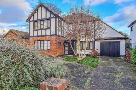 Wyatts Drive, Thorpe Bay. 3 bedroom detached house for sale