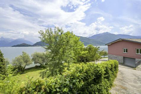 Lombardy, Como, Pianello Del Lario. 4 bedroom villa