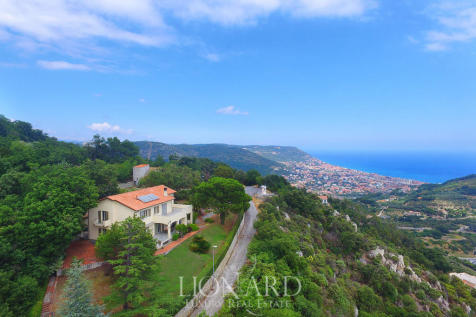 Liguria, Savona, Pietra Ligure. 3 bedroom villa