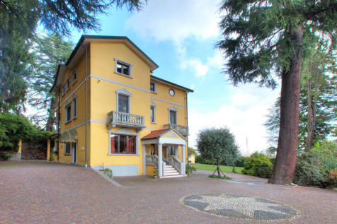 Piedmont, Novara, Oleggio. 6 bedroom villa