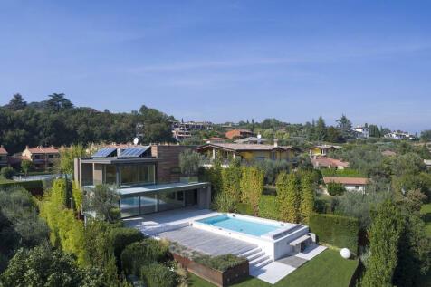 Lombardy, Brescia, Soiano Del Lago. 3 bedroom villa