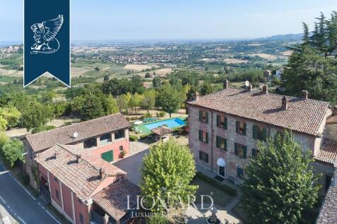 Piedmont, Alessandria. 5 bedroom villa for sale