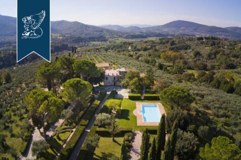 Lazio, Rome, Castèl Madama. 24 bedroom villa for sale