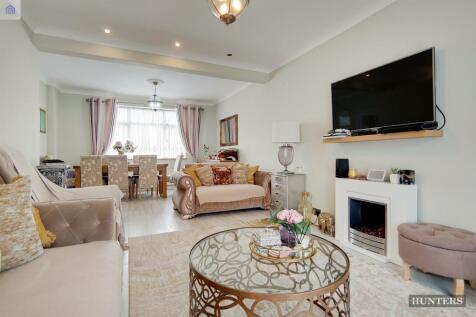 Fuller Road, Dagenham, RM8. 3 bedroom terraced house