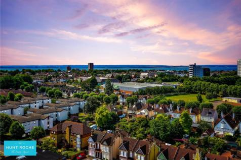 Beaumont Court, 61-71 Victoria Avenue, Southend On Sea, Essex, SS2. 2 bedroom penthouse for sale