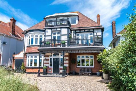 Thorpe Bay Gardens, Thorpe Bay, Essex, SS1. 5 bedroom detached house for sale