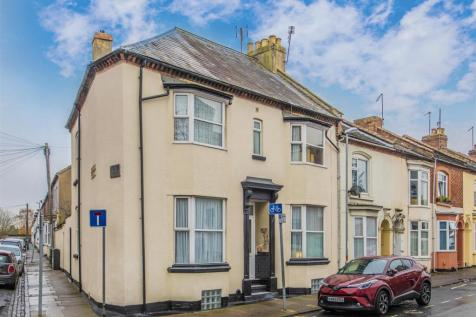 Military Road, Northampton. 4 bedroom end of terrace house for sale