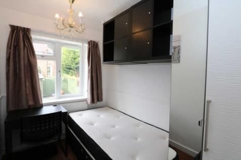 Room 2, Cornwall Road - 4 bedroom student home fully furnished, WIFI & bills included - NO FEES. 1 bedroom house share