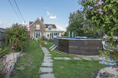 Shaftesbury Road, Henstridge, Somerset, BA8. 4 bedroom house