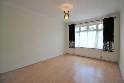 Crays Parade, Main Road, Orpington, BR5. 3 bedroom flat
