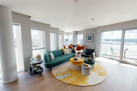 Upper Riverside, 10 Cutter Lane, Greenwich Peninsula, SE10 0XX. 3 bedroom flat