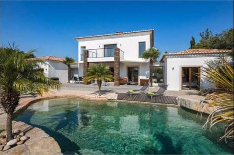 Algarve, Bensafrim. 4 bedroom villa for sale