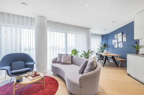 No.2, 10 Cutter Lane, Upper Riverside, Greenwich Peninsula, SE10. 2 bedroom flat