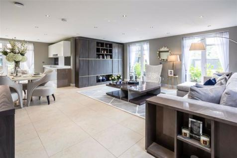 Yale House, Royal Connaught Park, Bushey, Hertfordshire. 3 bedroom apartment for sale