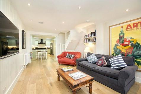 Castle Place, Chiswick, London, W4. 2 bedroom terraced house