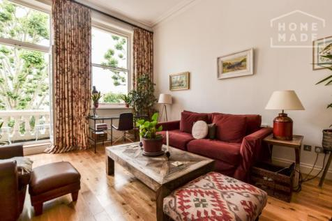 Earl's Court Square, Earl's Court, SW5. 2 bedroom flat