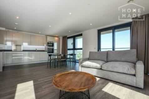No. 16, Sutton, SM1. 3 bedroom flat