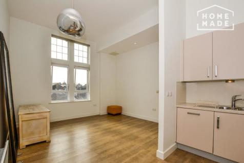 Glengall Road, West Hampstead, NW6. 2 bedroom flat