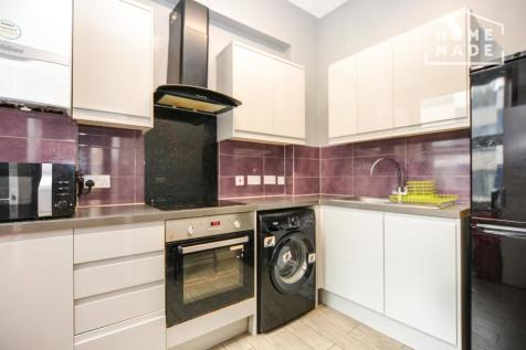 Bishops Bridge Road, W2. 2 bedroom maisonette