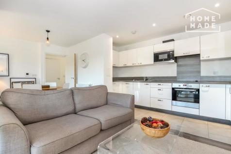 Adenmore Road, Catford, SE6. 2 bedroom apartment