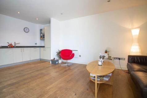Dereham Place, Shoreditch. 3 bedroom flat