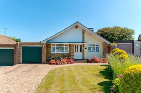Stirling Avenue, Seaford, East Sussex, BN25 3UN. 4 bedroom chalet for sale