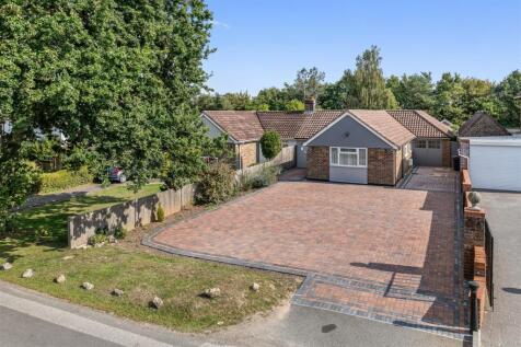 Sandyhurst Lane, Ashford. 4 bedroom link detached house