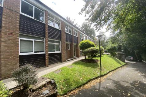 Ross Court, Lubbock Road, Chislehurst, BR7. 3 bedroom terraced house