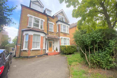 19 Upper Park Road, Bromley, Kent, BR1. 3 bedroom flat