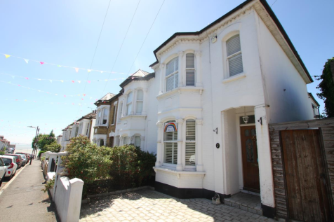 Victoria Road, Leigh-On-Sea. 3 bedroom semi-detached house