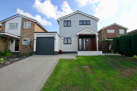 Warwick Road, Rayleigh. 3 bedroom detached house