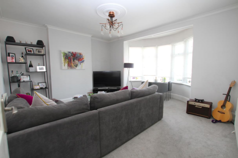 Queens Avenue, Leigh-On-Sea. 1 bedroom flat