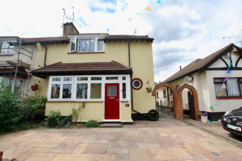 Olivia Drive, Leigh-On-Sea. 3 bedroom semi-detached house