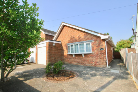Blenheim Crescent, Leigh-On-Sea. 2 bedroom detached bungalow