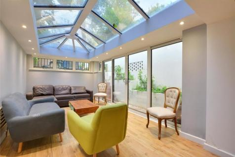 Occupation Lane, Shooters Hill, London, SE18. 3 bedroom detached house