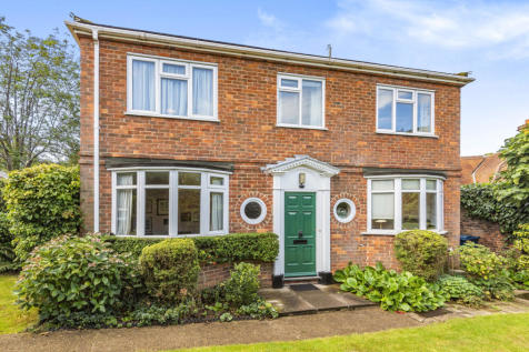 Clonmel Close, Harrow on the Hill, HA2. 4 bedroom detached house for sale
