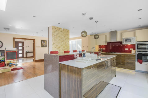 Runnelfield, Harrow on the Hill, HA1. 5 bedroom detached house