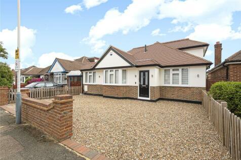 Herlwyn Avenue, Ruislip, Middlesex, HA4. 4 bedroom bungalow