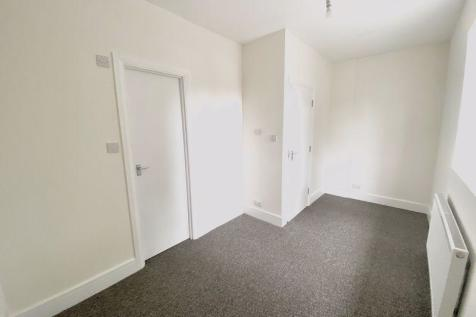 Downham Way, Bromley. 1 bedroom house of multiple occupation