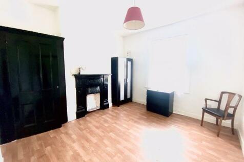 Hazelbank Road, London. 1 bedroom house of multiple occupation