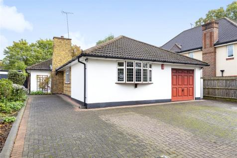The Avenue, Hatch End, Pinner, Middlesex, HA5. 3 bedroom detached bungalow