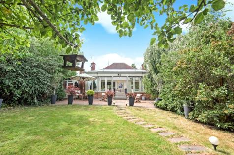 Cheney Street, Pinner, Middlesex, HA5. 3 bedroom detached bungalow for sale