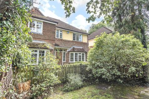 The Dell, Pinner, Middlesex, HA5. 4 bedroom detached house