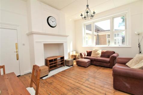 Tennison Road, South Norwood, SE25. 2 bedroom flat