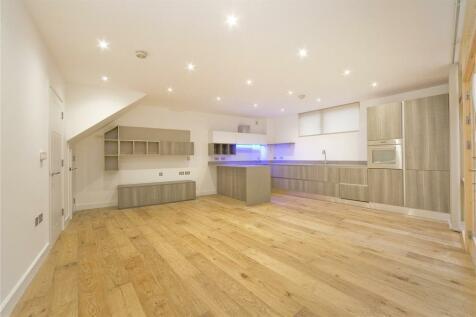 Moray Mews, London, N7. 3 bedroom house
